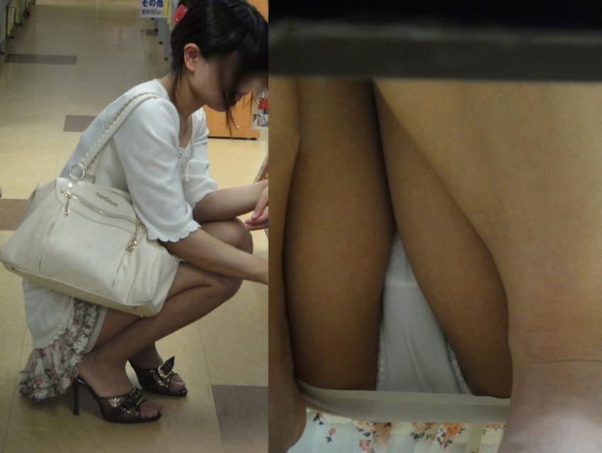 【店内パンチラエロ画像】お買い物中や外食中のミニスカ娘や制服JKのパンティーが見えちゃってる店内パンチラのエロ画像集!ww【80枚】 15