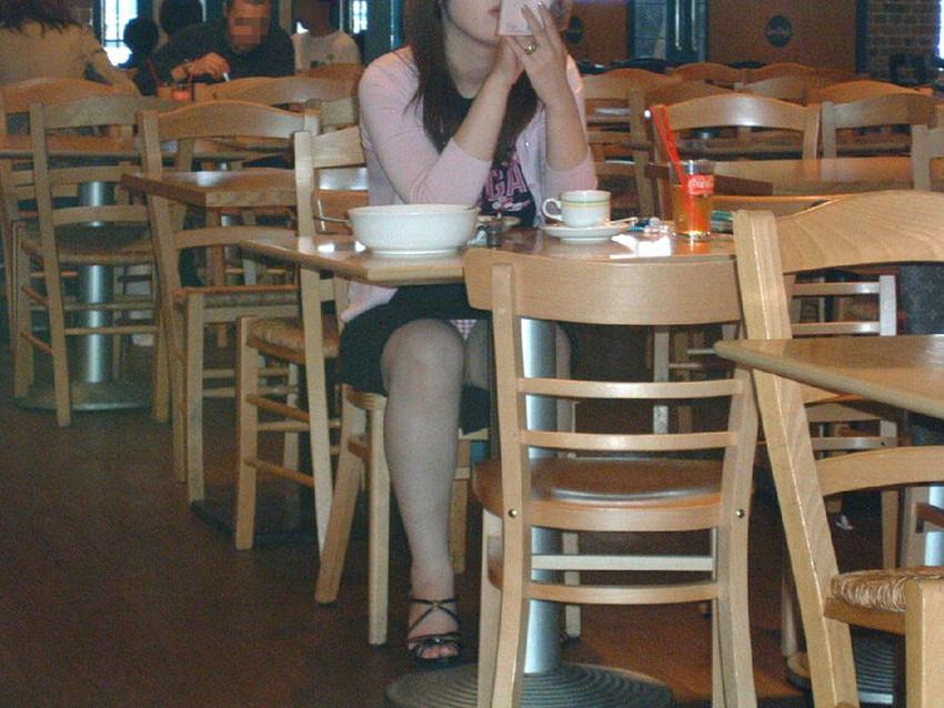 【店内パンチラエロ画像】お買い物中や外食中のミニスカ娘や制服JKのパンティーが見えちゃってる店内パンチラのエロ画像集!ww【80枚】 16