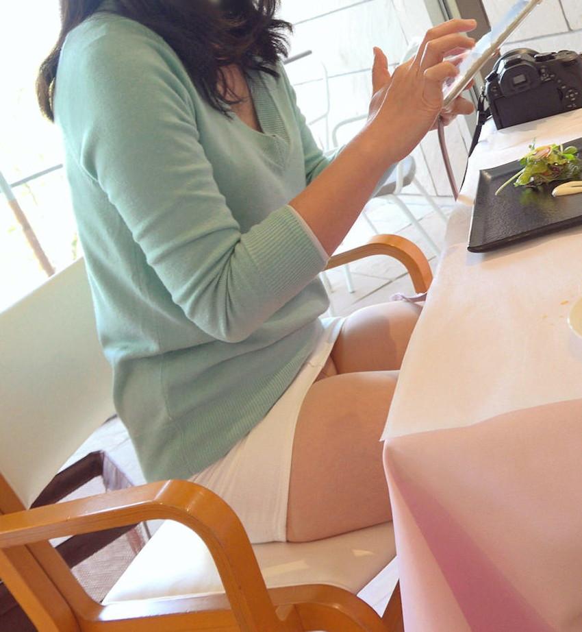 【店内パンチラエロ画像】お買い物中や外食中のミニスカ娘や制服JKのパンティーが見えちゃってる店内パンチラのエロ画像集!ww【80枚】 79