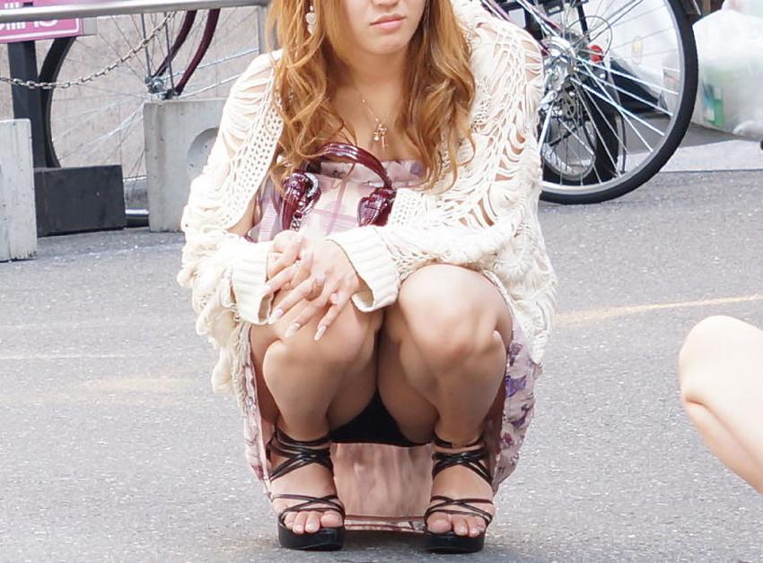【うんこ座りパンチラエロ画像】無防備な制服JKやスカートのお嬢さんがうんこ座りでモリマンパンチラしてるところを盗撮したったうんこ座りパンチラのエロ画像集!ww【80枚】 11