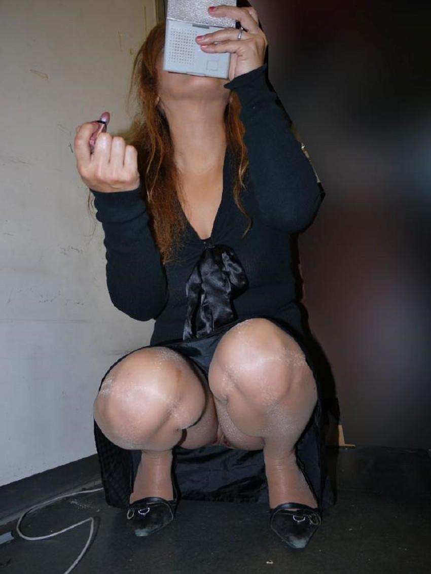 【うんこ座りパンチラエロ画像】無防備な制服JKやスカートのお嬢さんがうんこ座りでモリマンパンチラしてるところを盗撮したったうんこ座りパンチラのエロ画像集!ww【80枚】 17