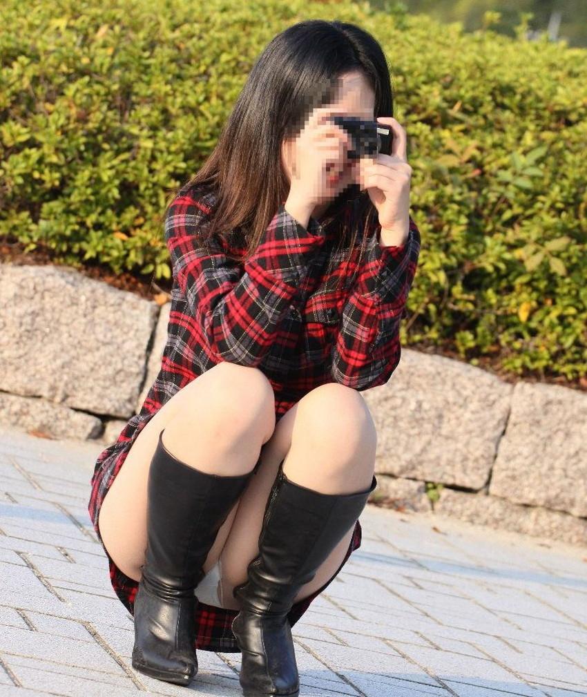 【うんこ座りパンチラエロ画像】無防備な制服JKやスカートのお嬢さんがうんこ座りでモリマンパンチラしてるところを盗撮したったうんこ座りパンチラのエロ画像集!ww【80枚】 38
