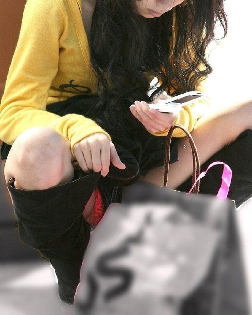【うんこ座りパンチラエロ画像】無防備な制服JKやスカートのお嬢さんがうんこ座りでモリマンパンチラしてるところを盗撮したったうんこ座りパンチラのエロ画像集!ww【80枚】 39