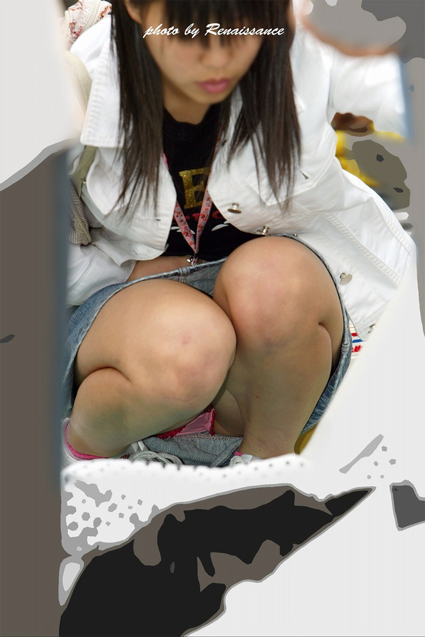 【うんこ座りパンチラエロ画像】無防備な制服JKやスカートのお嬢さんがうんこ座りでモリマンパンチラしてるところを盗撮したったうんこ座りパンチラのエロ画像集!ww【80枚】 45