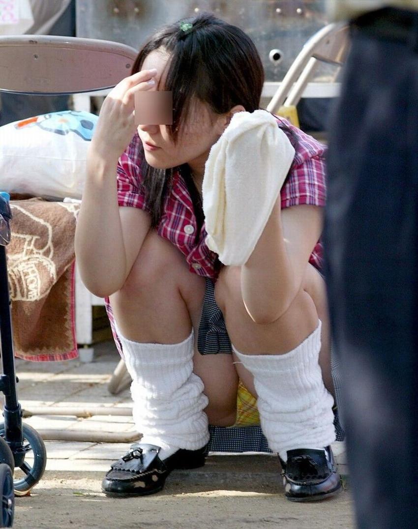 【うんこ座りパンチラエロ画像】無防備な制服JKやスカートのお嬢さんがうんこ座りでモリマンパンチラしてるところを盗撮したったうんこ座りパンチラのエロ画像集!ww【80枚】 47