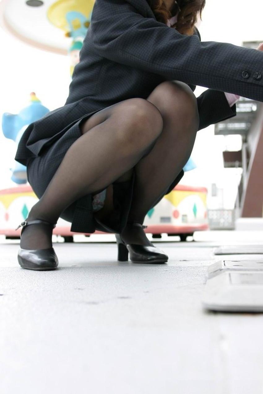 【うんこ座りパンチラエロ画像】無防備な制服JKやスカートのお嬢さんがうんこ座りでモリマンパンチラしてるところを盗撮したったうんこ座りパンチラのエロ画像集!ww【80枚】 48