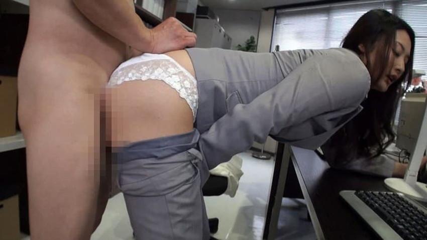 【パンツスーツコスプレエロ画像】仕事デキそうなパンツスーツOLはセックスも上手!パンツスーツ破られ着衣セックスしてるパンツスーツコスプレのエロ画像集w【80枚】 31