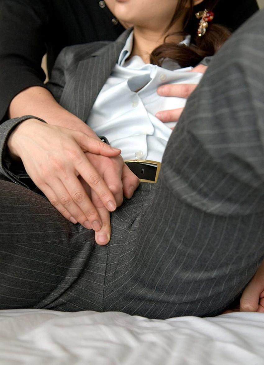 【パンツスーツコスプレエロ画像】仕事デキそうなパンツスーツOLはセックスも上手!パンツスーツ破られ着衣セックスしてるパンツスーツコスプレのエロ画像集w【80枚】 61