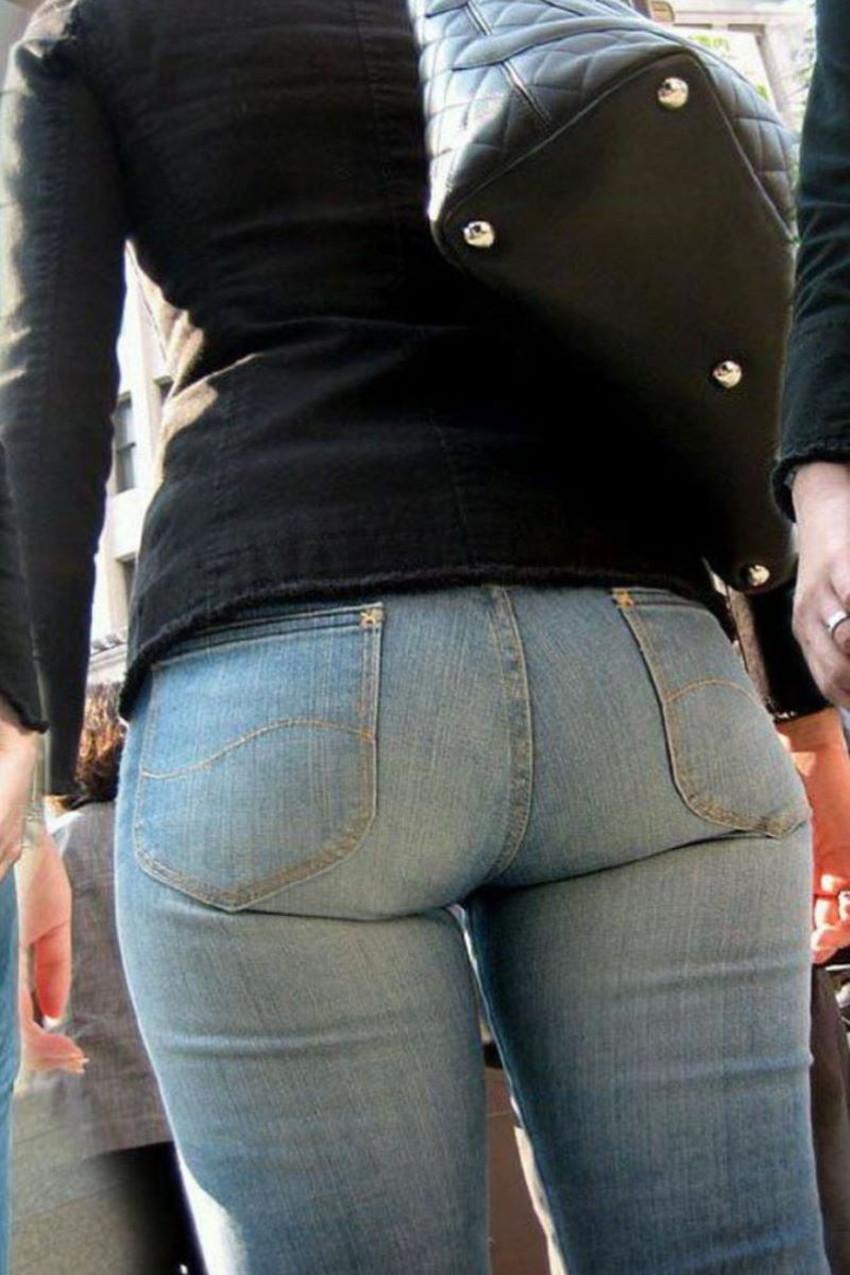 【スキニーパンツエロ画像】スキニーパンツの美脚な素人女子が、パツパツの美尻やパンティーラインを見せつけてくれてスキニーパンツのエロ画像集!ww【80枚】 30