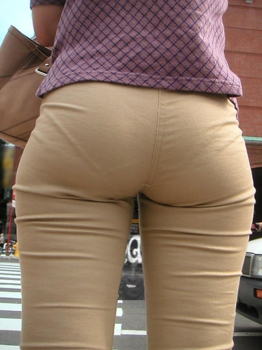 【スキニーパンツエロ画像】スキニーパンツの美脚な素人女子が、パツパツの美尻やパンティーラインを見せつけてくれてスキニーパンツのエロ画像集!ww【80枚】 32
