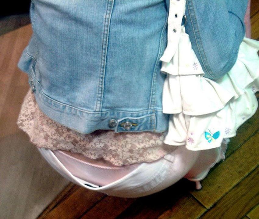 【スキニーパンツエロ画像】スキニーパンツの美脚な素人女子が、パツパツの美尻やパンティーラインを見せつけてくれてスキニーパンツのエロ画像集!ww【80枚】 35