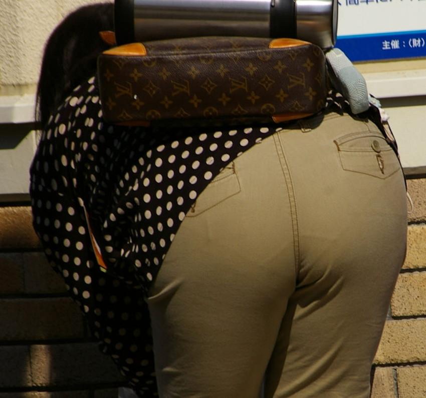 【スキニーパンツエロ画像】スキニーパンツの美脚な素人女子が、パツパツの美尻やパンティーラインを見せつけてくれてスキニーパンツのエロ画像集!ww【80枚】 38