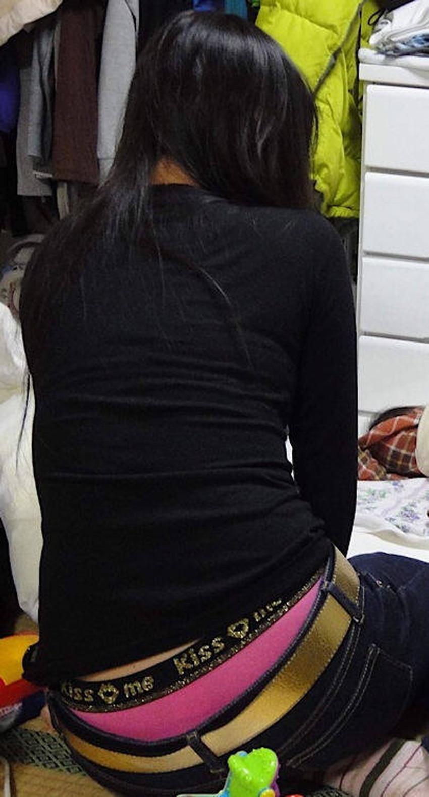 【スキニーパンツエロ画像】スキニーパンツの美脚な素人女子が、パツパツの美尻やパンティーラインを見せつけてくれてスキニーパンツのエロ画像集!ww【80枚】 40
