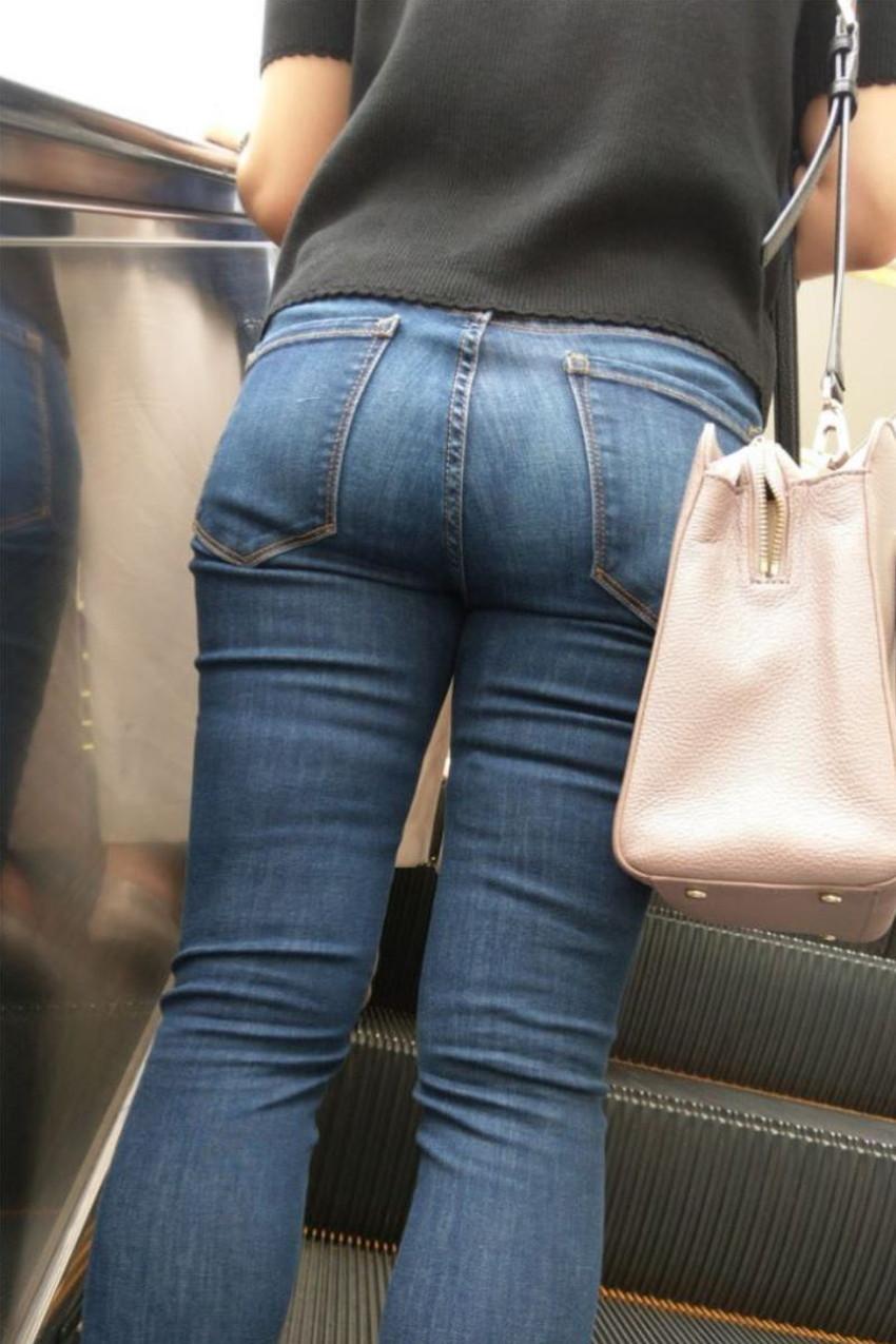 【スキニーパンツエロ画像】スキニーパンツの美脚な素人女子が、パツパツの美尻やパンティーラインを見せつけてくれてスキニーパンツのエロ画像集!ww【80枚】 41