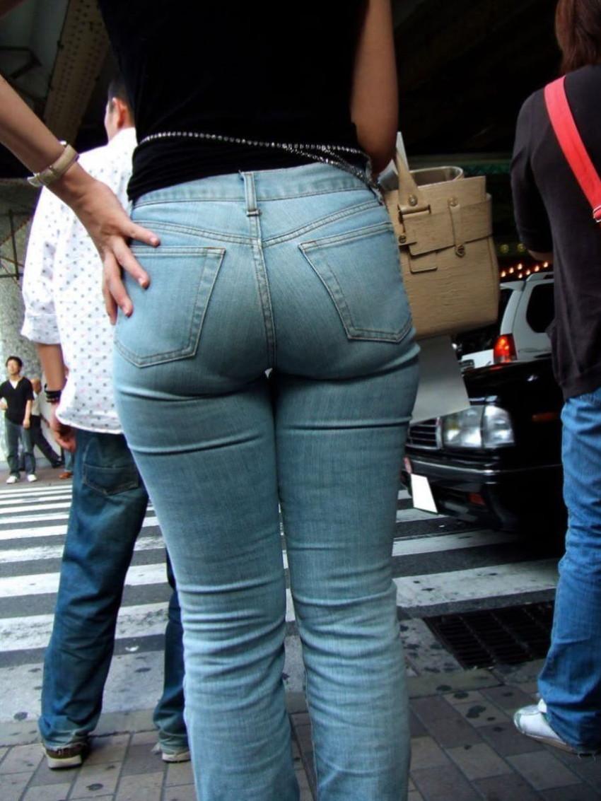 【スキニーパンツエロ画像】スキニーパンツの美脚な素人女子が、パツパツの美尻やパンティーラインを見せつけてくれてスキニーパンツのエロ画像集!ww【80枚】 50