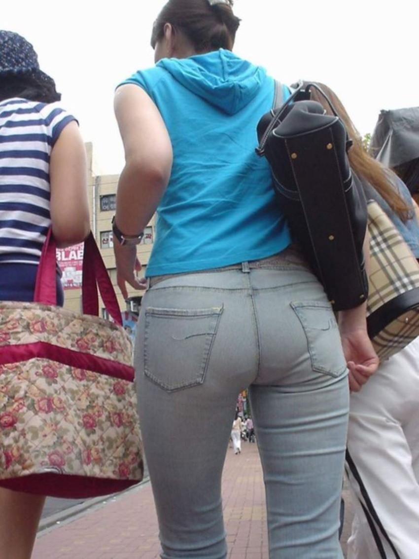 【スキニーパンツエロ画像】スキニーパンツの美脚な素人女子が、パツパツの美尻やパンティーラインを見せつけてくれてスキニーパンツのエロ画像集!ww【80枚】 52