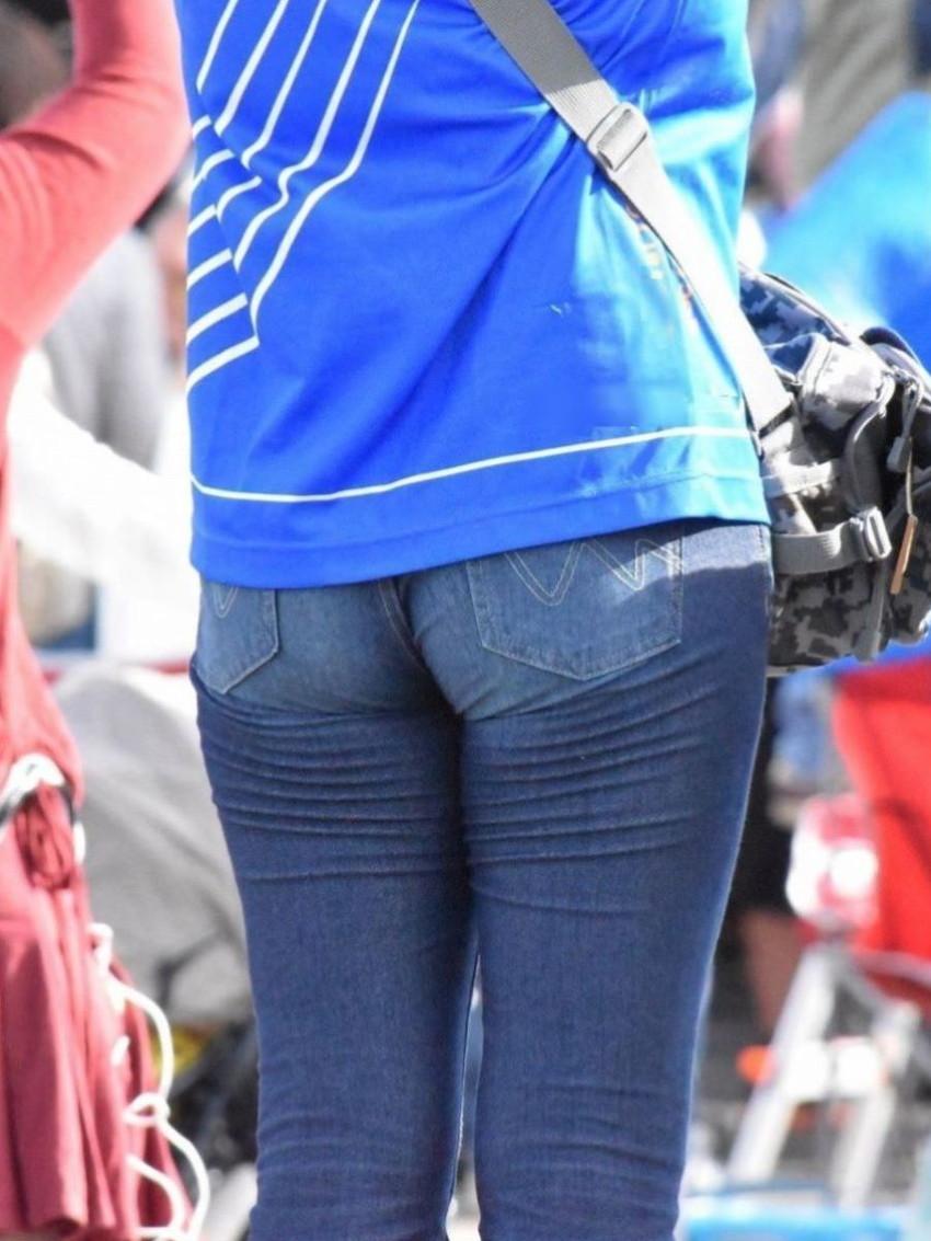 【スキニーパンツエロ画像】スキニーパンツの美脚な素人女子が、パツパツの美尻やパンティーラインを見せつけてくれてスキニーパンツのエロ画像集!ww【80枚】 56