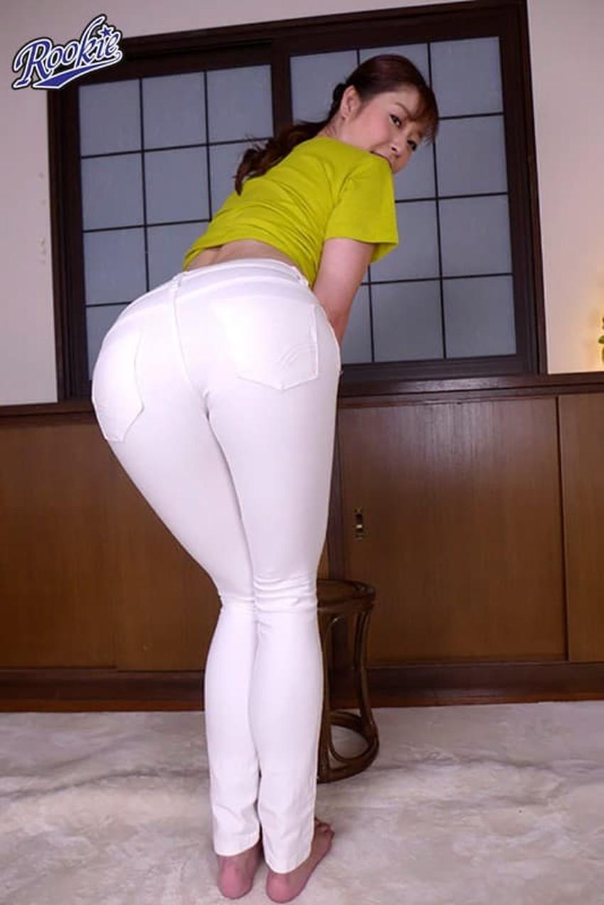 【スキニーパンツエロ画像】スキニーパンツの美脚な素人女子が、パツパツの美尻やパンティーラインを見せつけてくれてスキニーパンツのエロ画像集!ww【80枚】 60