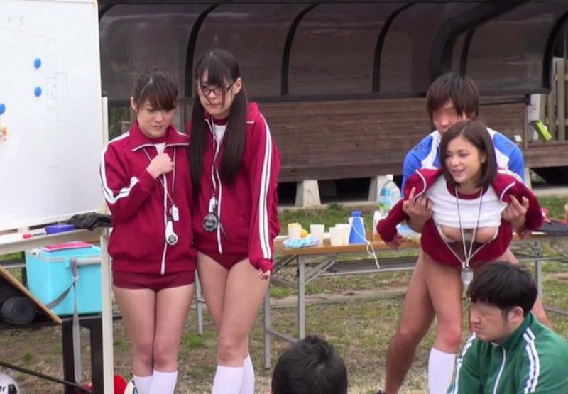 【女子マネージャーエロ画像】野球部員もサッカー部員も従順なJKの女子マネージャーに部室でご奉仕フェラや乱交挿入したいと妄想しながら練習に励んでますww 66