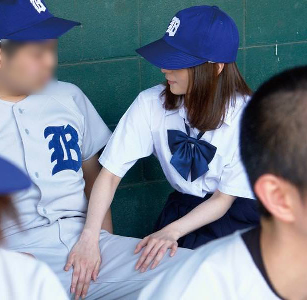 【女子マネージャーエロ画像】野球部員もサッカー部員も従順なJKの女子マネージャーに部室でご奉仕フェラや乱交挿入したいと妄想しながら練習に励んでますww 72