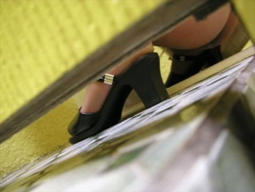 【便所盗撮エロ画像】公衆便所で素人美女の放尿まんこや隠れオナニーの隠し撮りに成功した便所盗撮のエロ画像集!ww【80枚】 16