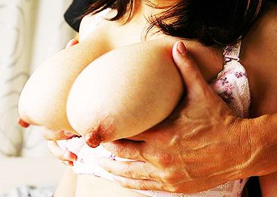 【巨乳人妻エロ画像】夫がいるとわかっていながらだらしない他人の奥さんの巨乳に興奮して不倫セックスしまくる巨乳人妻のエロ画像集!ww【80枚】