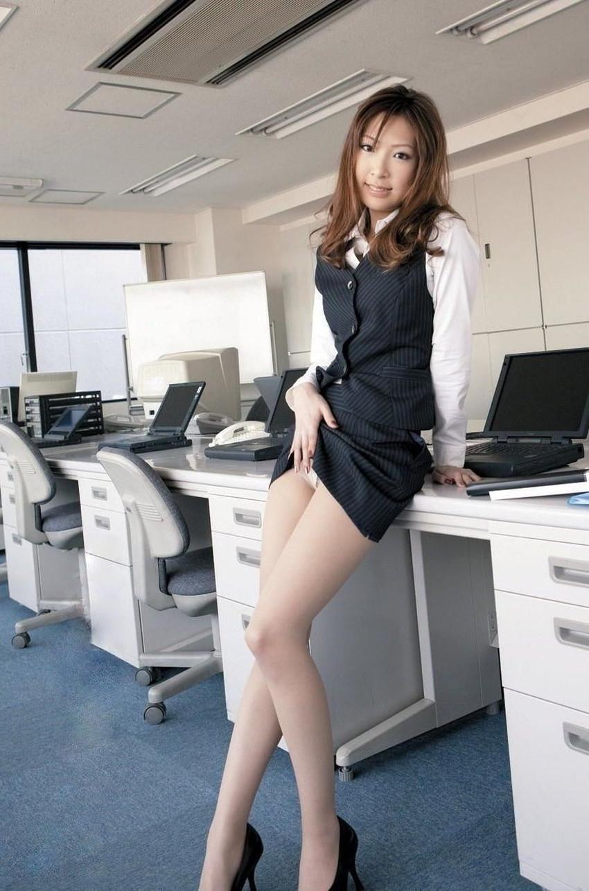【スカート捲り上げエロ画像】清楚なお姉さんがスカート捲りあげてパンティー見せてくれてるスカート捲り上げのエロ画像集!ww【80枚】 45