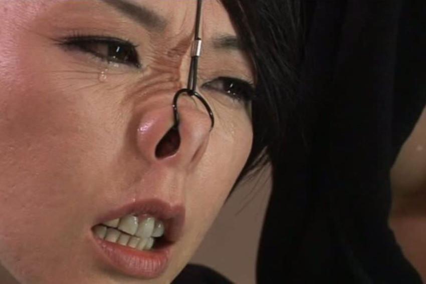 【鼻フックエロ画像】超美形なS級お姉さんも鼻フックでドMなブスビッチに!ww鼻フックでアヘ顔のメス豚調教されちゃってる鼻フックエロ画像集ww 23