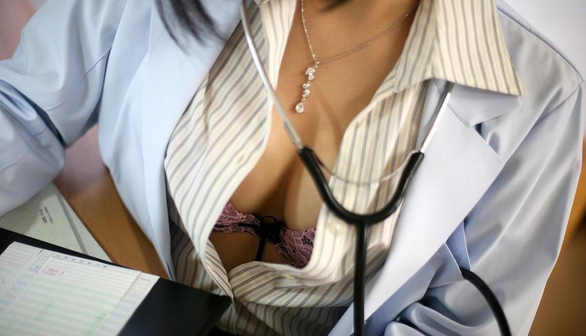 【女医コスプレエロ画像】ビッチな女ドクターがガーターベルトを見せつけながらセックス治療してくれてる女医コスプレのエロ画像集!ww【80枚】