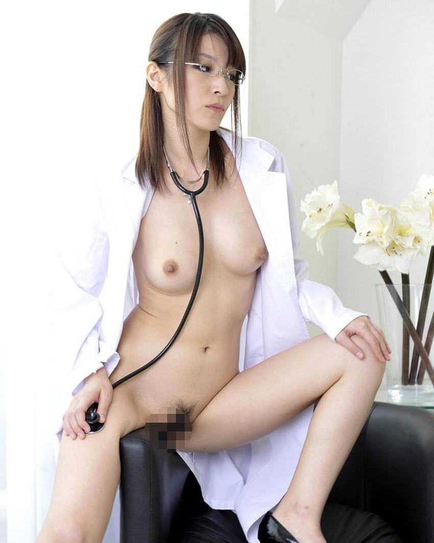 【女医コスプレエロ画像】ビッチな女ドクターがガーターベルトを見せつけながらセックス治療してくれてる女医コスプレのエロ画像集!ww【80枚】 03