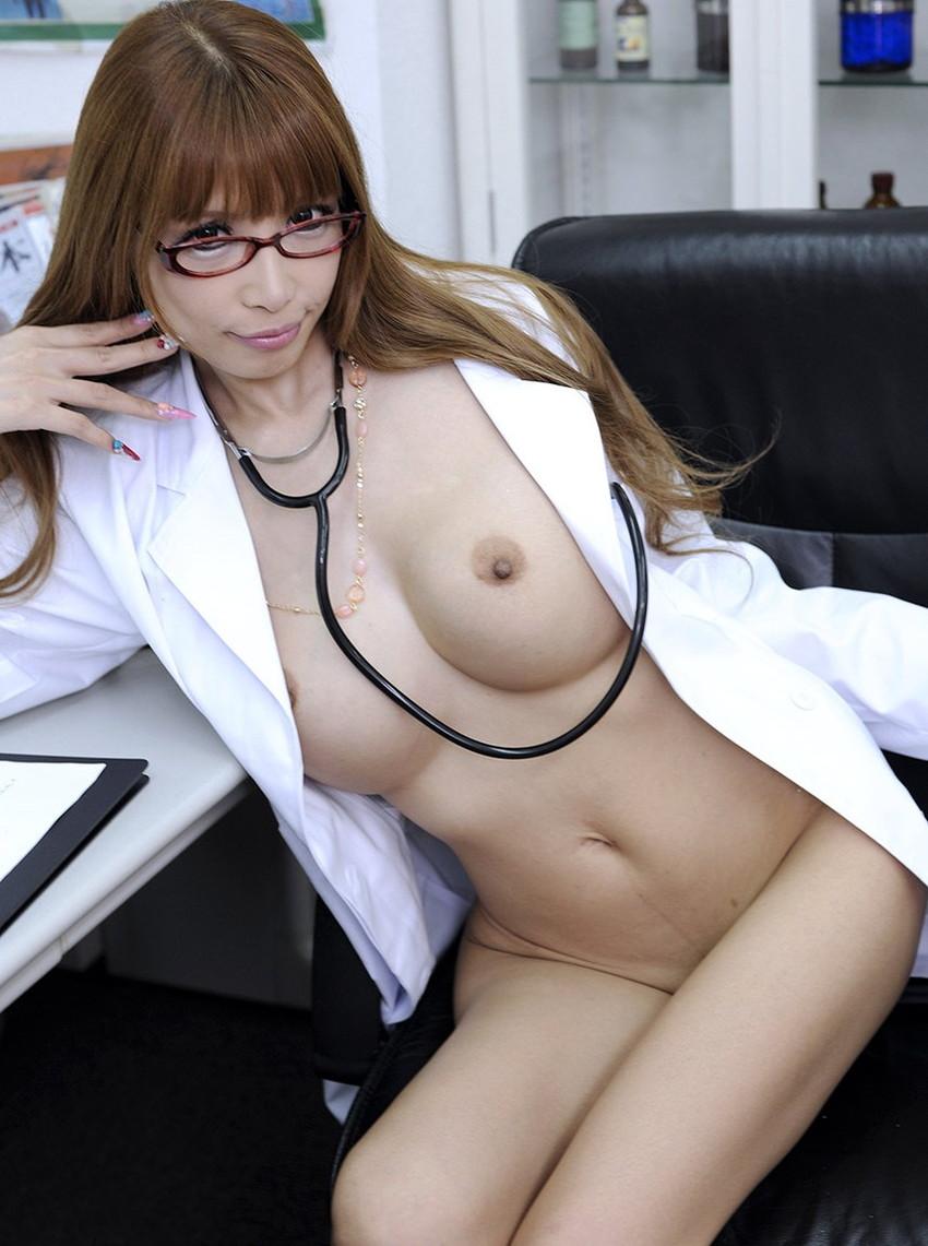 【女医コスプレエロ画像】ビッチな女ドクターがガーターベルトを見せつけながらセックス治療してくれてる女医コスプレのエロ画像集!ww【80枚】 14