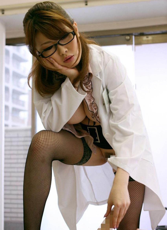 【女医コスプレエロ画像】ビッチな女ドクターがガーターベルトを見せつけながらセックス治療してくれてる女医コスプレのエロ画像集!ww【80枚】 18