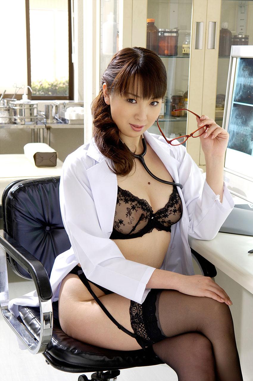 【女医コスプレエロ画像】ビッチな女ドクターがガーターベルトを見せつけながらセックス治療してくれてる女医コスプレのエロ画像集!ww【80枚】 56