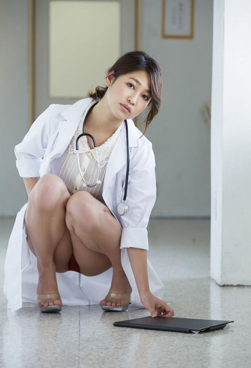 【女医コスプレエロ画像】ビッチな女ドクターがガーターベルトを見せつけながらセックス治療してくれてる女医コスプレのエロ画像集!ww【80枚】 69