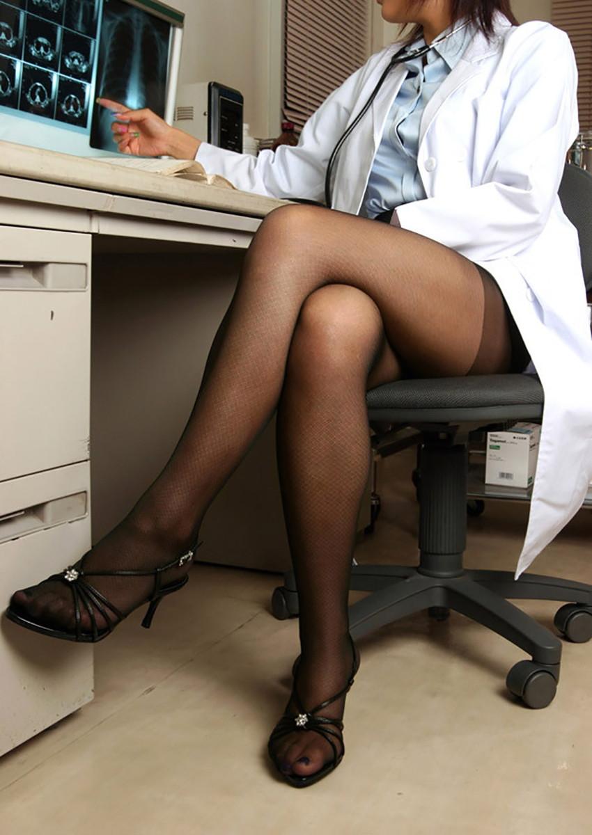 【女医コスプレエロ画像】ビッチな女ドクターがガーターベルトを見せつけながらセックス治療してくれてる女医コスプレのエロ画像集!ww【80枚】 74