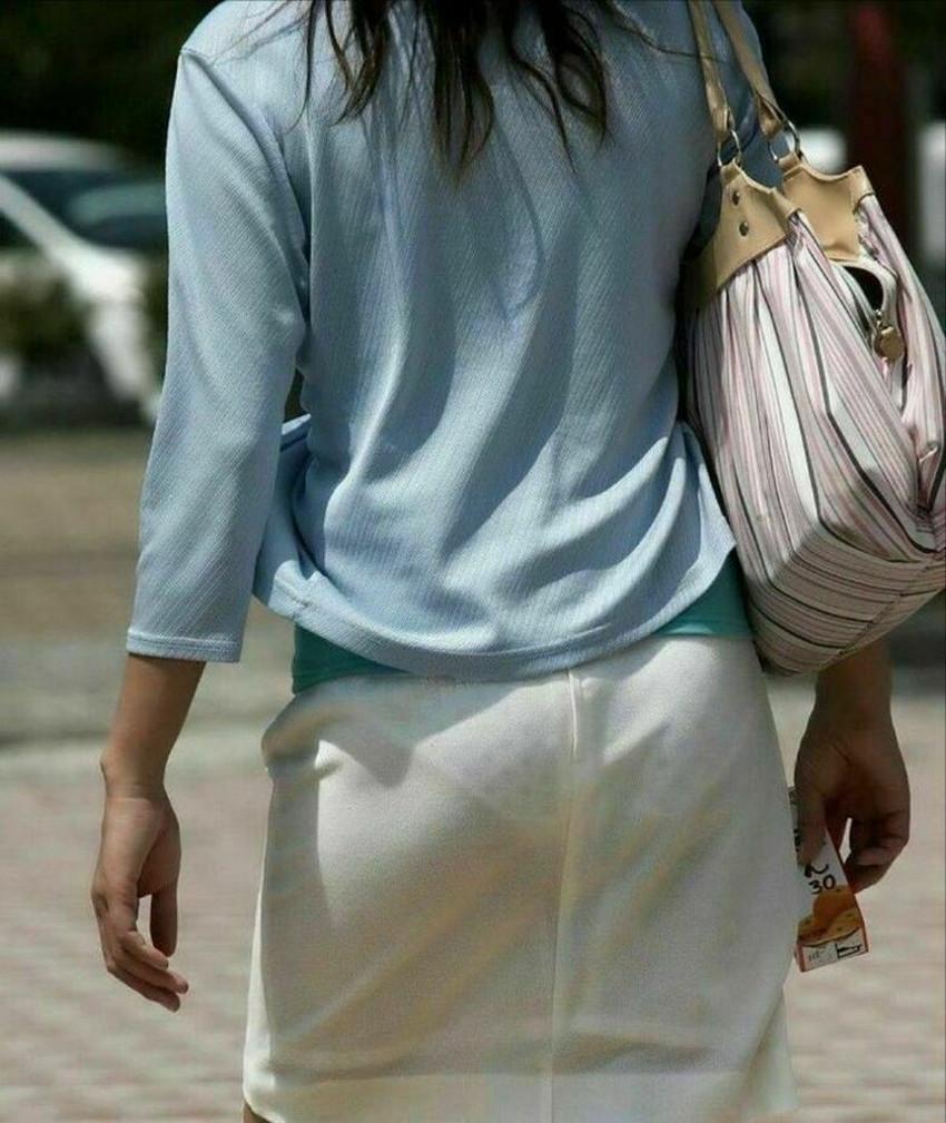 【パン線エロ画像】街中で素人女子のパン線探しちゃう男子必見!素人娘のタイトスカートやスキニーパンツからパンティーラインが丸見えのパン線エロ画像集ww【80枚】 06