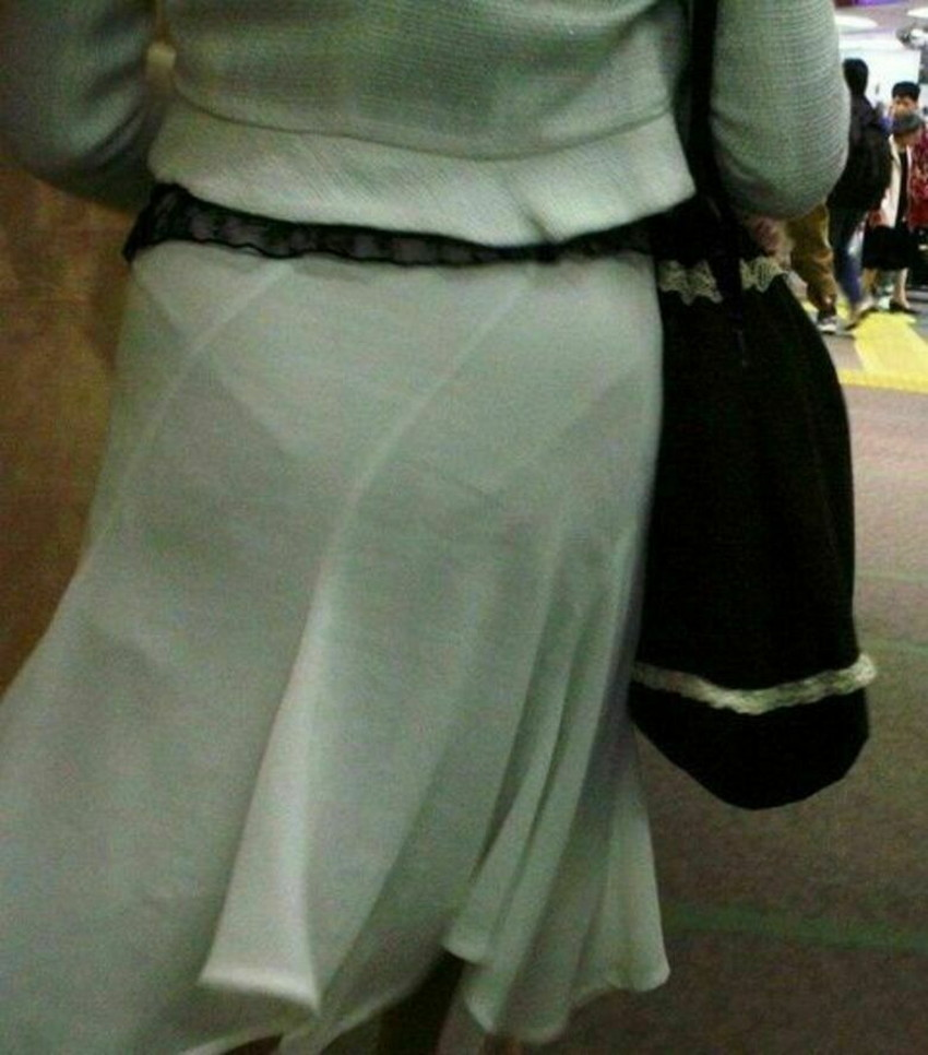 【パン線エロ画像】街中で素人女子のパン線探しちゃう男子必見!素人娘のタイトスカートやスキニーパンツからパンティーラインが丸見えのパン線エロ画像集ww【80枚】 07
