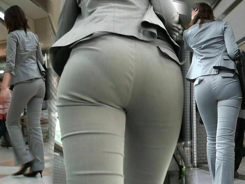 【パン線エロ画像】街中で素人女子のパン線探しちゃう男子必見!素人娘のタイトスカートやスキニーパンツからパンティーラインが丸見えのパン線エロ画像集ww【80枚】 21