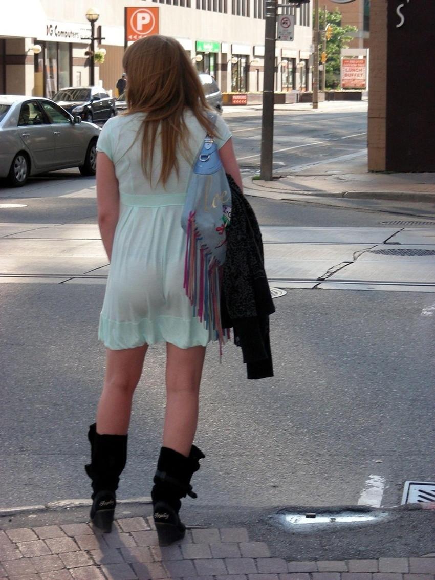 【パン線エロ画像】街中で素人女子のパン線探しちゃう男子必見!素人娘のタイトスカートやスキニーパンツからパンティーラインが丸見えのパン線エロ画像集ww【80枚】 25