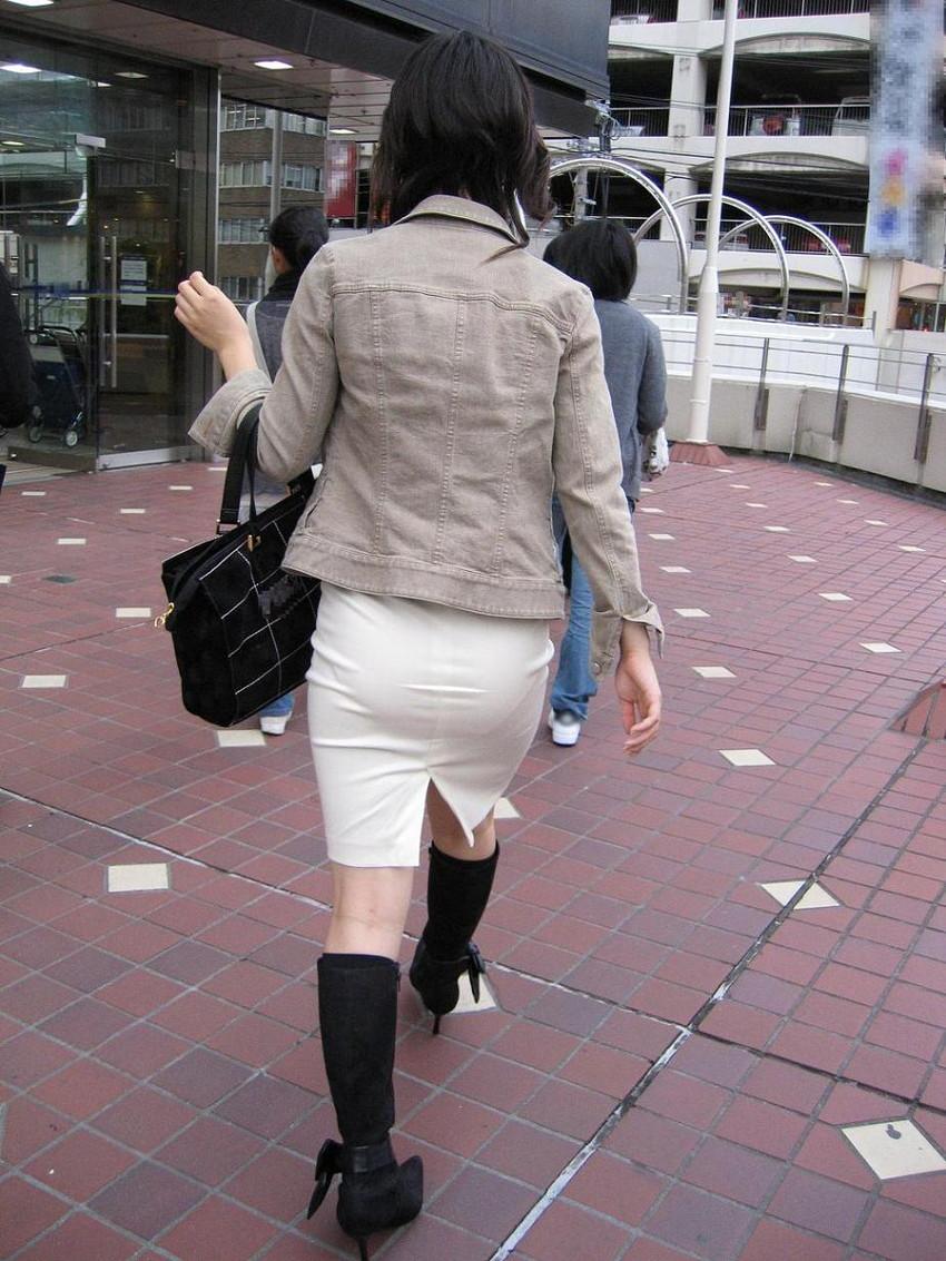 【パン線エロ画像】街中で素人女子のパン線探しちゃう男子必見!素人娘のタイトスカートやスキニーパンツからパンティーラインが丸見えのパン線エロ画像集ww【80枚】 36
