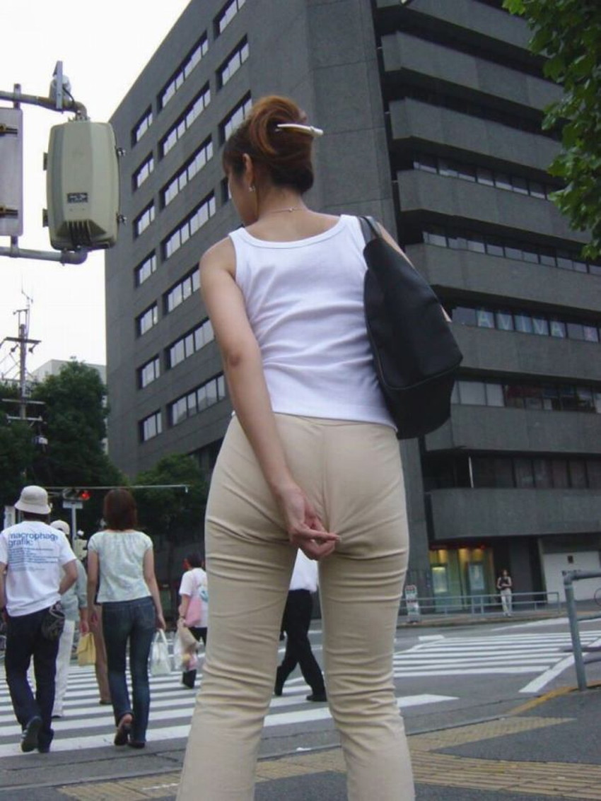 【パン線エロ画像】街中で素人女子のパン線探しちゃう男子必見!素人娘のタイトスカートやスキニーパンツからパンティーラインが丸見えのパン線エロ画像集ww【80枚】 44
