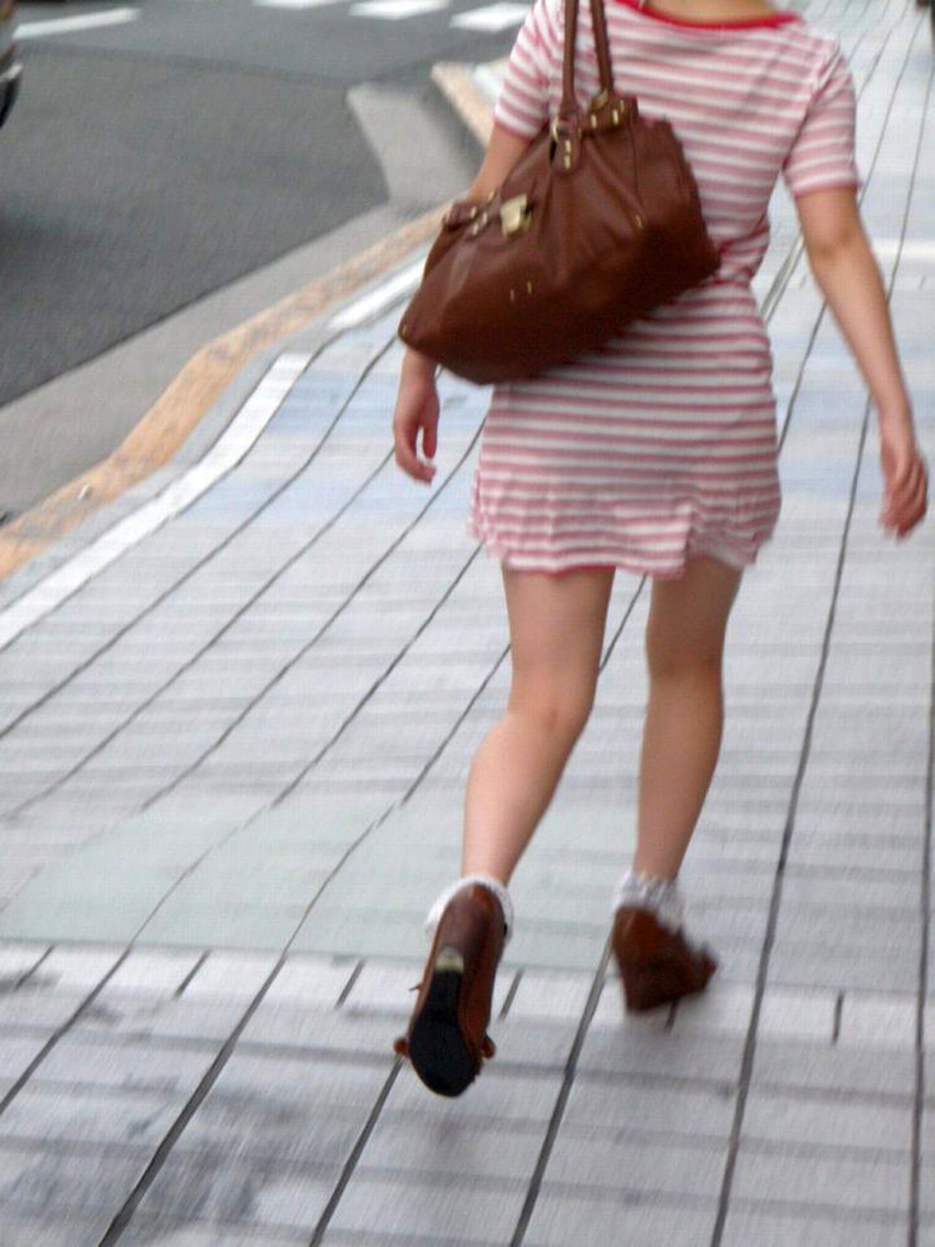 【パン線エロ画像】街中で素人女子のパン線探しちゃう男子必見!素人娘のタイトスカートやスキニーパンツからパンティーラインが丸見えのパン線エロ画像集ww【80枚】 47