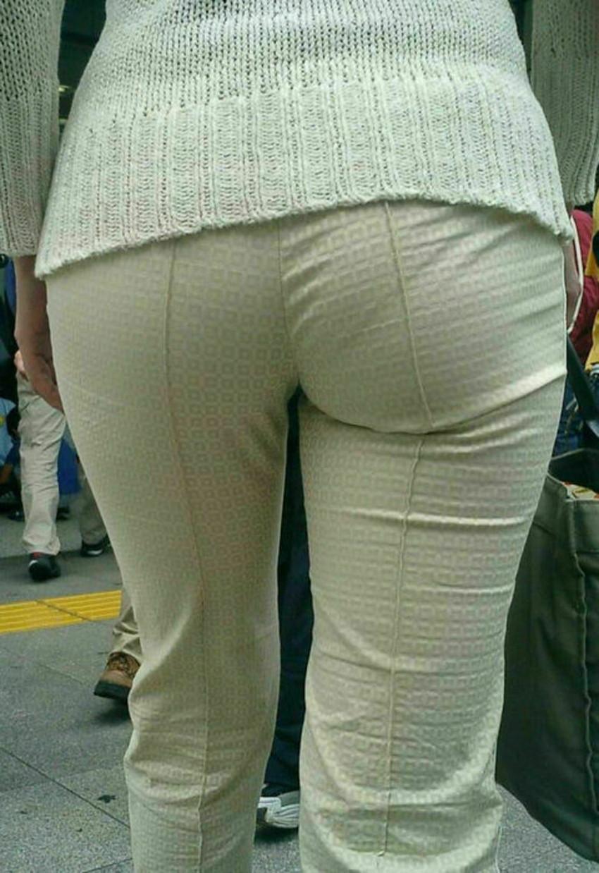 【パン線エロ画像】街中で素人女子のパン線探しちゃう男子必見!素人娘のタイトスカートやスキニーパンツからパンティーラインが丸見えのパン線エロ画像集ww【80枚】 54