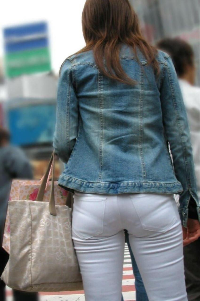 【パン線エロ画像】街中で素人女子のパン線探しちゃう男子必見!素人娘のタイトスカートやスキニーパンツからパンティーラインが丸見えのパン線エロ画像集ww【80枚】 55