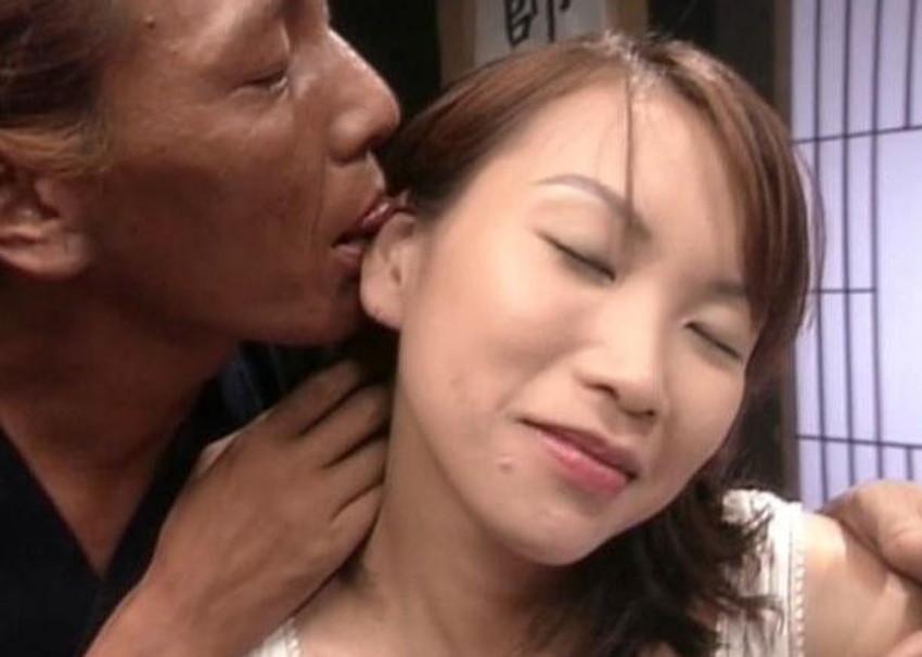 【耳舐めエロ画像】美女の美耳をペロペロ舐めて責めたり痴女が耳フェラをしてくれてる耳舐めのエロ画像集!ww【80枚】 32