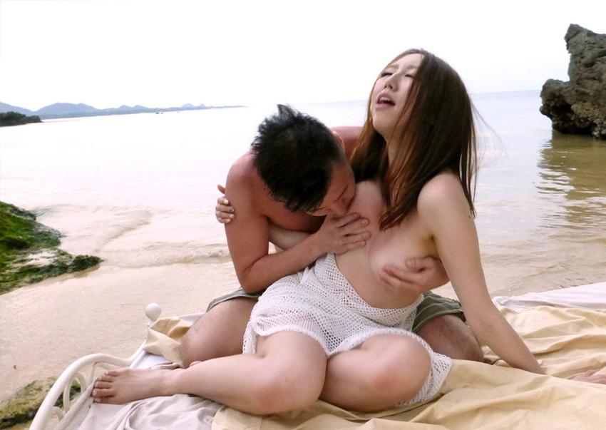 【青姦エロ画像】野外で女の子を全裸にして辱めながらセックス調教を堪能している青姦のエロ画像集!ww【80枚】 38