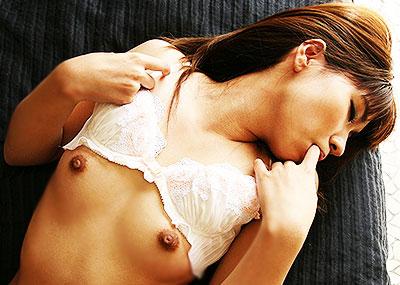 【Aカップ女子エロ画像】超レアな超ちっぱいAカップ美少女が敏感な勃起乳首を弄られてアヘ顔晒してるAカップ女子のエロ画像集!ww【80枚】