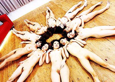【集団ヌードエロ画像】ハーレムセックスしたくなる大量の美女達が全裸で誘惑してくれてる集団ヌードのエロ画像集!ww【80枚】