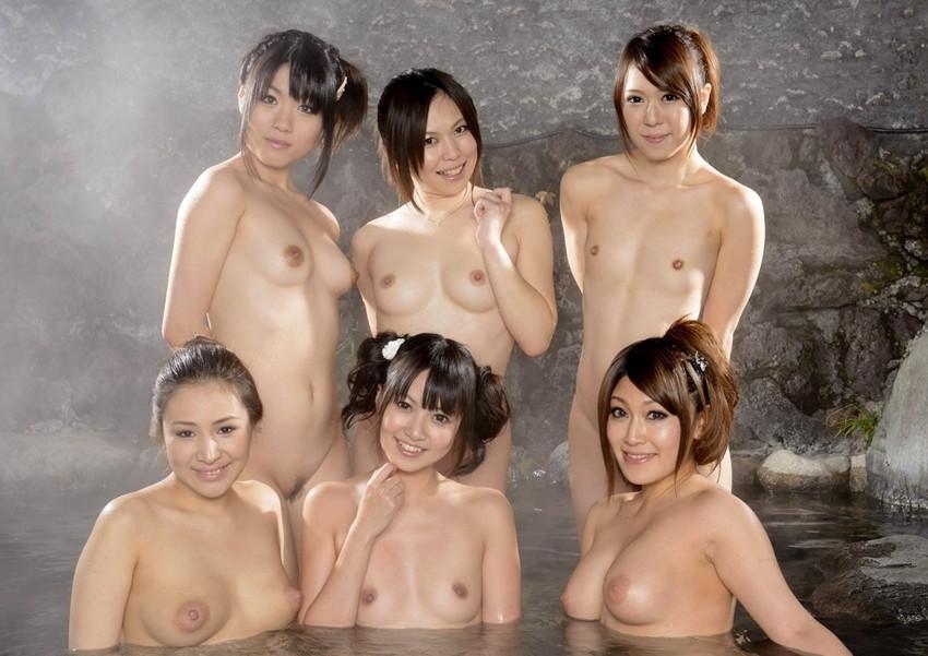 【集団ヌードエロ画像】ハーレムセックスしたくなる大量の美女達が全裸で誘惑してくれてる集団ヌードのエロ画像集!ww【80枚】 10
