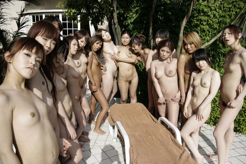 【集団ヌードエロ画像】ハーレムセックスしたくなる大量の美女達が全裸で誘惑してくれてる集団ヌードのエロ画像集!ww【80枚】 28